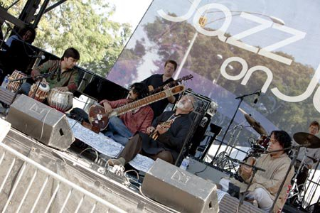 Chicago Jazz Fest with Fareed Haque (Guitar), Ganesh Kumar (Kanjira), and Subrata Bhattacharya (Tabla) at Millenium Park