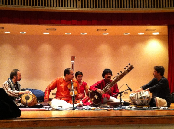 With Vithal Ramamurthi (Violin) and Poovalur Sriji (Mridangam) in San Antonio